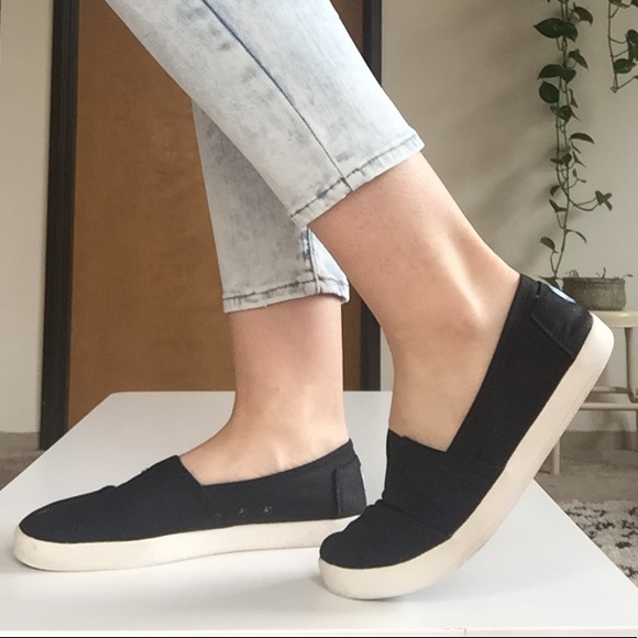 55555bb1ee5 TOMS Avalon Slip-ons. M 5ad4a75d00450fde0a355cb1